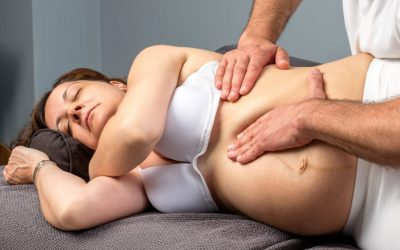 Pregnant woman at physiotherapy treatment session.